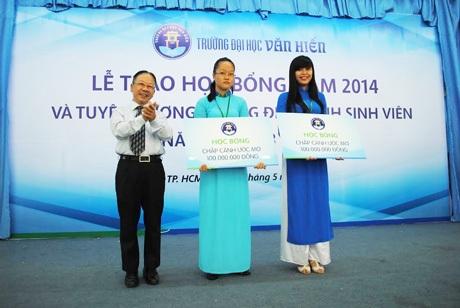 Lễ trao học bổng năm học 2014