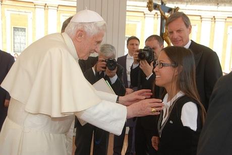 Với những thành tích, nỗ lực trong cuộc sống, cô từngđược Giáo hoàng mời tới gặp mặt.