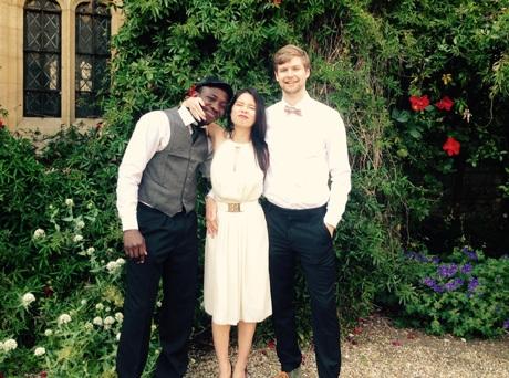 Hà Hạnh cùng bạn dự một lễ hội tại trường ĐH Oxford.