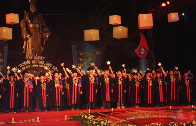 Lễ vinh danh thủ khoa các trường Đại học tại Hà Nội năm 2010.Ảnh: Gdtd.vn