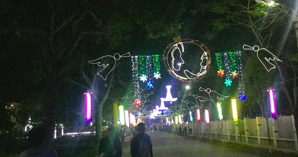 Tại khuôn viên Trung tâm giáo phận Vinh được trang hoàng lộng lẫy trong đêm Giáng sinh.