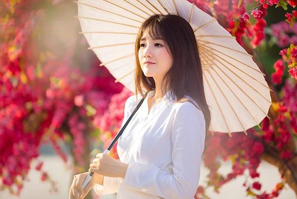 Hình ảnh trước đây của hot girl Nguyễn Hoàng Kiều Trinh. Kiều Trinh được giới trẻ biết đến với nhiều mỹ danh như hot girl trà sữa, thiếu nữ đẹp như tranh vẽ, cô gái có khuôn mặt không góc chết...
