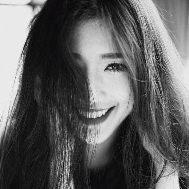 Nhưng sau cùng, Linh Sunny định hướng trở thành một MC chuyên nghiệp và lấy nghệ danh là chính tên thật – Phạm Mỹ Linh – chứ không còn là nickname dễ thương như thời hot girl nữa.