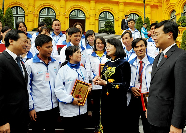 Phó Chủ tịch nước Đặng Thị Ngọc Thịnh gặp mặt đoàn đại biểu giáo viên tiêu biểu đang công tác tại các huyện đảo, xã đảo có nhiều đóng góp cho sự nghiệp giáo dục và đào tạo.