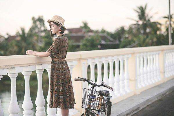 Hình ảnh ca sĩ Bích Phương trong MV Gửi anh xa nhớ thịnh hành thời gian qua