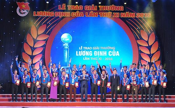 Các thanh niên tiêu biểu được nhận Giải thưởng Lương Định Của.