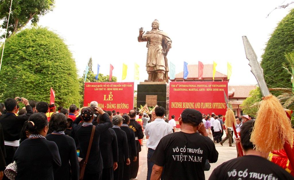 Bình Định: Gần 1.000 võ sư, võ sinh dâng hương Hoàng đế Quang Trung - Ảnh 5.