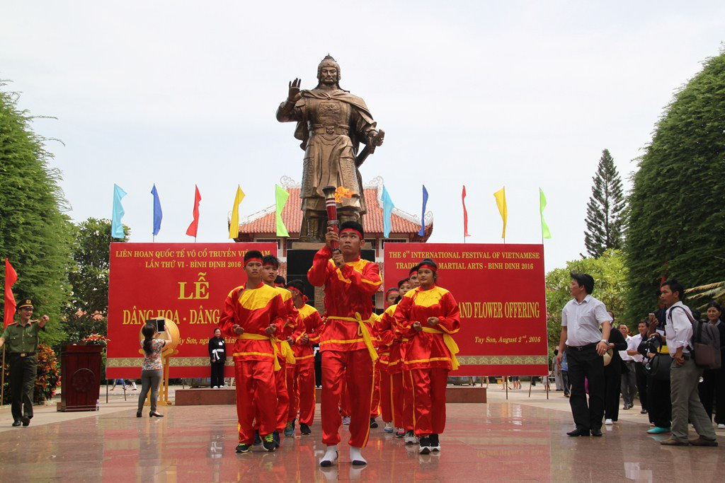 Bình Định: Gần 1.000 võ sư, võ sinh dâng hương Hoàng đế Quang Trung - Ảnh 3.