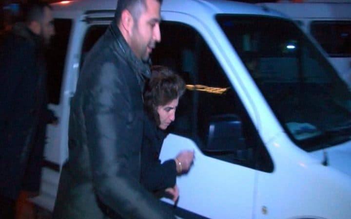 Mẹ của nghi phạm Altintas bị cảnh sát bắt giữ để phục vụ điều tra hôm 19/12 (Ảnh: Telegraph)