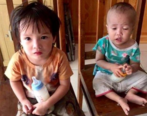 Hai cháu bé bị bỏ rơi tại công an phường Minh khai ( ảnh cơ quan chức năng cung cấp)