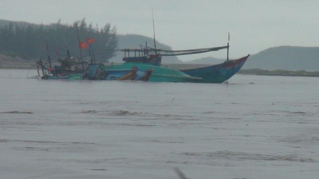 Nhiều tàu cá của ngư dân bị cuốn trôi ra biển