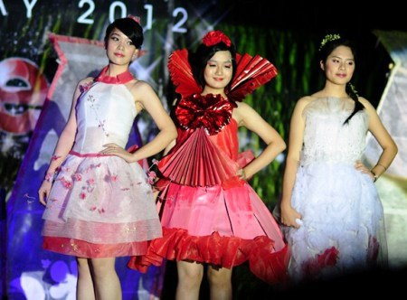 Những màn trình diễn thời trang do chính SV thiết kế.