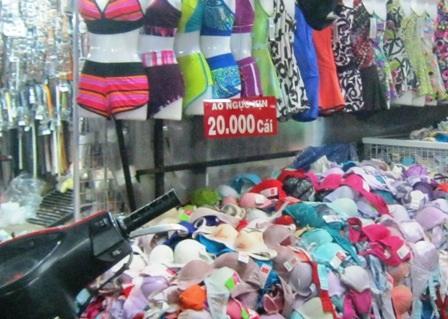 Áo ngực xịn chỉ 20.000 đồng vẫn hút đối tượng khách hàng là sinh viên