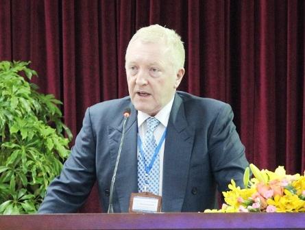 GS Martin Haydencho rằng Việt Nam cần cấu trúc hệ thống GDĐH hội nhập tốt hơn.