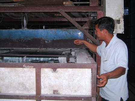 Ông giám đốc Trần Công Minh xuất thân từ thợ kính.