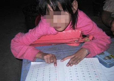 Lo con thua bạn, phụ huynh ép trẻ học chữ trước