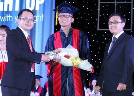 Nguyễn Hùng Lâm được 12 Trường ĐH ở Mỹ chào đón và cấp học bổng.