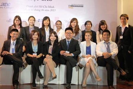 Các bạn trẻ trong ban tổ chức Hội thảo Vietabroader 2013