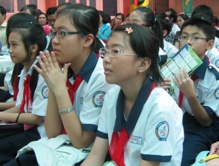Học sinh tham dự một chương trình tư vấn tâm lý.