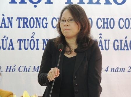 Chị Trần Thị Hoa: Chúng tôi vừa gửi con đến trường mà cứ vừa thấp thỏm lo âu