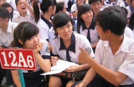Hầu hết học xong 12, các em đều chọn mục tiêu thi vào ĐH, CĐ.