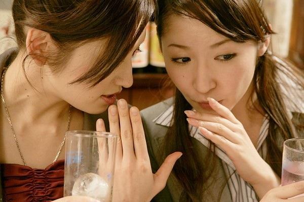 Nhiều bạn gái ăn nói vô duyên nhưng vẫn cho rằng mình thẳng tính, thật thà (Ảnh minh họa)