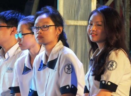 Nhóm nữ sinh Trường THPT chuyên Trần Đại Nghĩa, TPHCM chuẩn bị s