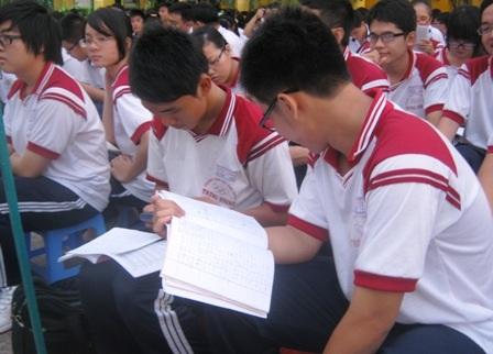 Học sinh khối 12 tại các nhiều trường THPT ở TPHCM đang chạy nước rút ôn thi tốt nghiệpTHPT