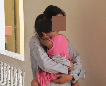Một bé gái 3 tuổi là nạn nhân của một vụ hiếp dâm trẻ em. (Ảnh: Hoàng Lam)