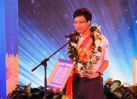 Phạm Tuấn Huy trong lễ tuyên dương Công dân trẻ tiêu biểu TPHCM 2013.
