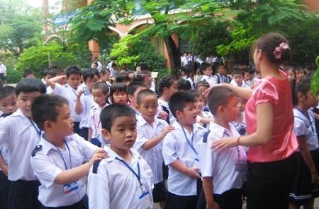 Một giáo viên bộ môn có thể phải vào sổ theo dõi nhận xét hàng ngàn học sinh mỗi tháng