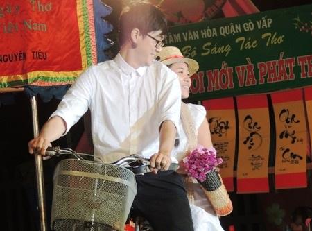 Nhà thơ Ngô Thị Hạnh không ngại
