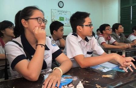 Học sinh Trường THPT Trưng Vương, TPHCM tham gia buổi tư vấn tại trường về ngành Sư phạm
