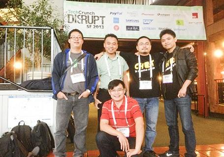 Ông Đỗ Tuấn Anh (CEO Appota, ngoài cùng bên trái) và đoàn Việt Nam tham dự TechCrunch Disrupt 2013