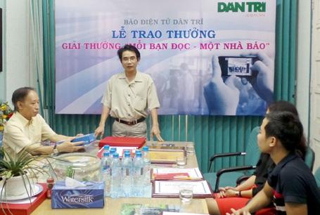 Bạn đọc Nguyễn Minh Tư phát biểu cảm xúc của người đoạt giải