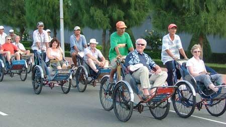 Khách du lịch đến thăm Hà Nội