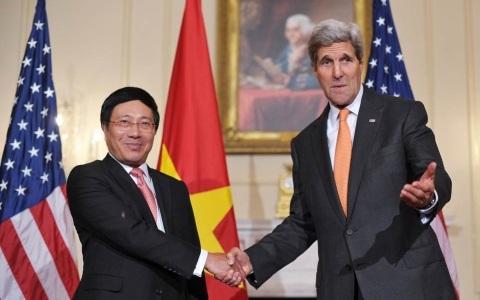 Phó Thủ tướng, Bộ trưởng Ngoại giao Phạm Bình Minh và Ngoại trưởng Mỹ John Kerry (Ảnh AFP)
