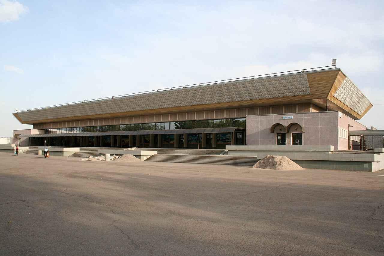 6. Sân bay quốc tế Paris Beauvais-Tille, Pháp