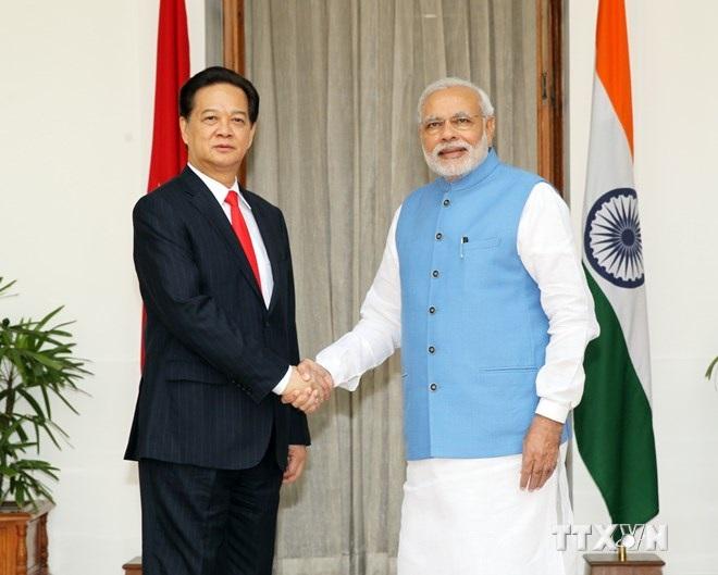 Thủ tướng Nguyễn Tấn Dũng chụp ảnh chung với Thủ tướng Ấn Độ Narendra Modi. (Ảnh: Đức Tám/TTXVN)