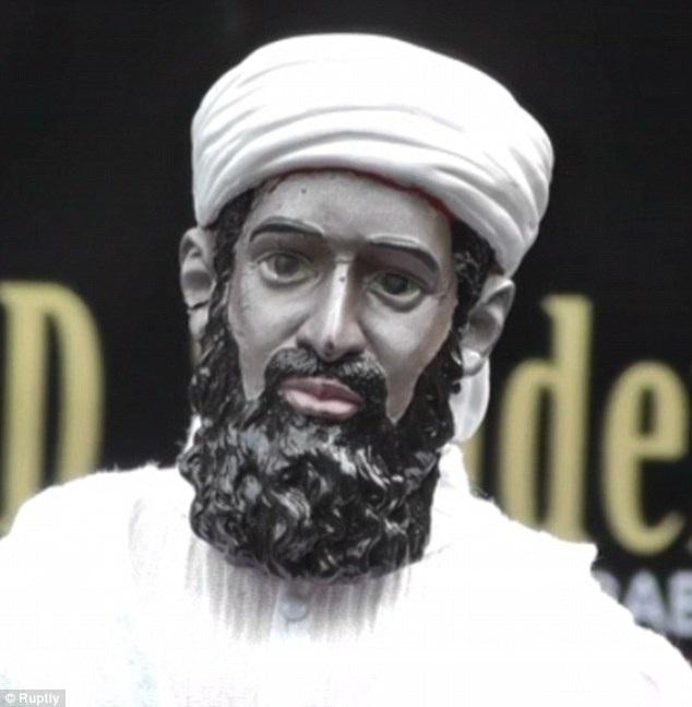 Búp bê mang hình trùm khủng bố Bin Laden