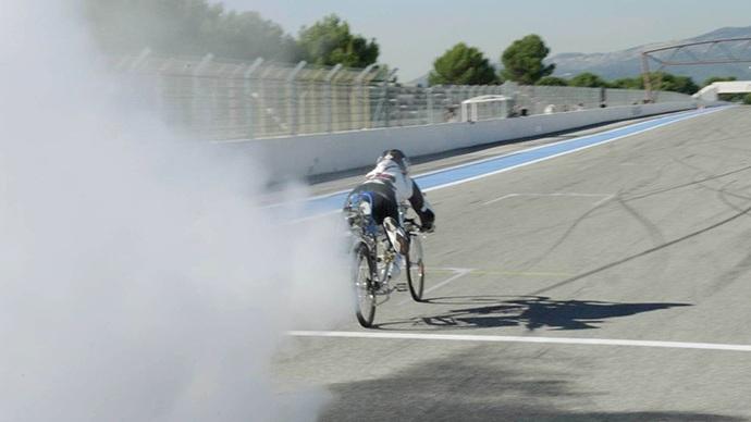 Chiếc xe đạp gắn động cơ tên lửa đã lập kỷ lục mới