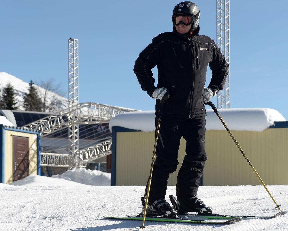 Ông là fan hâm mộ của môn trượt tuyết, trượt băng và khúc côn cầu.