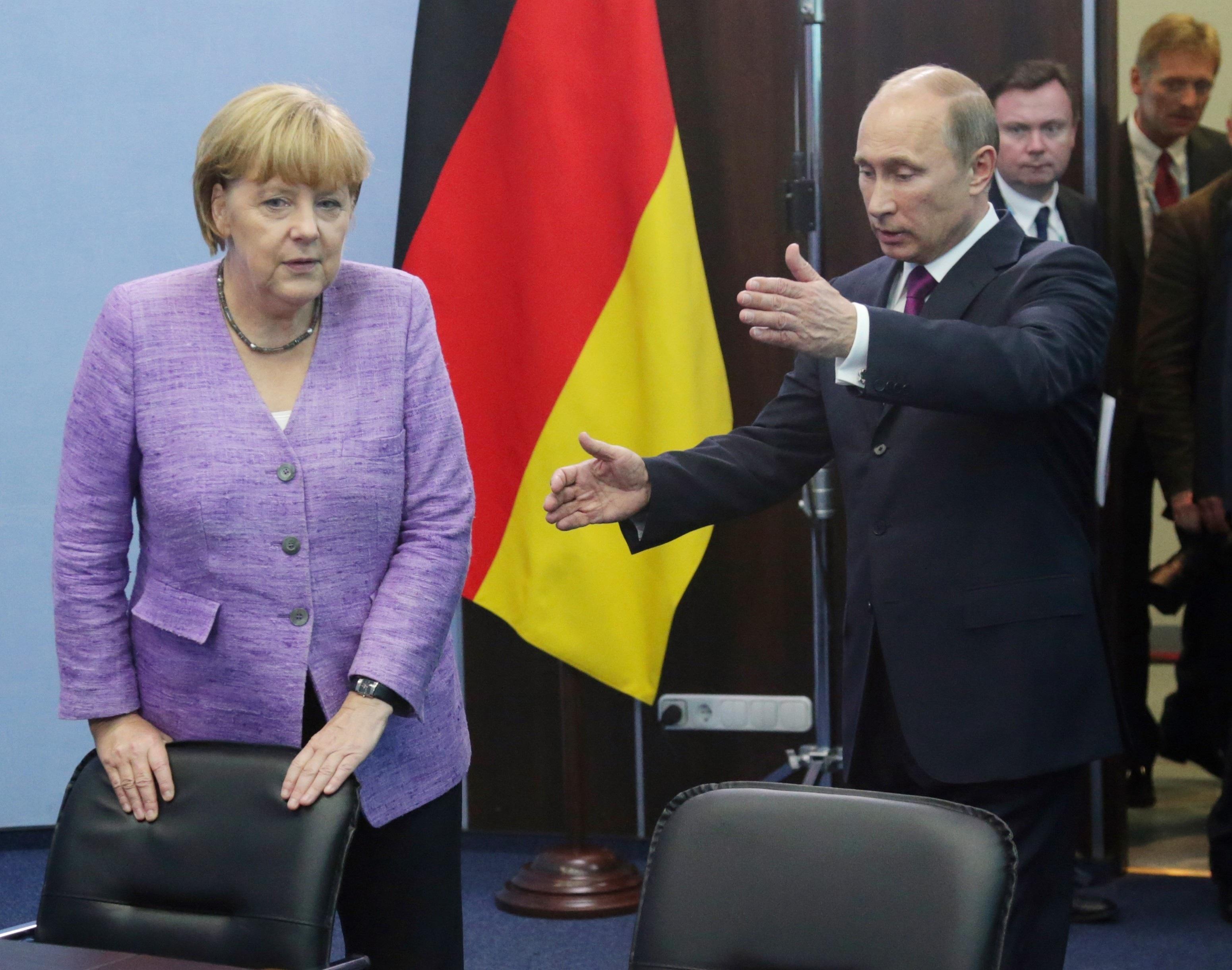 Ông có thể nói tiếng Đức khá trôi chảy.