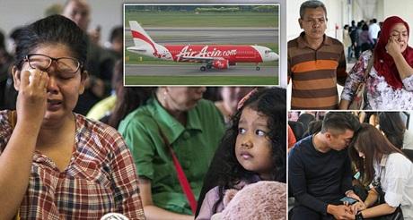 Thân nhân các hành khách đang mòn mỏi chờ đợi thông tin về chuyến bay xấu số