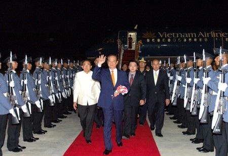 Thủ tướng Nguyễn Tấn Dũng tới Bangkok. Ảnh: VGP/Nhật Bắc