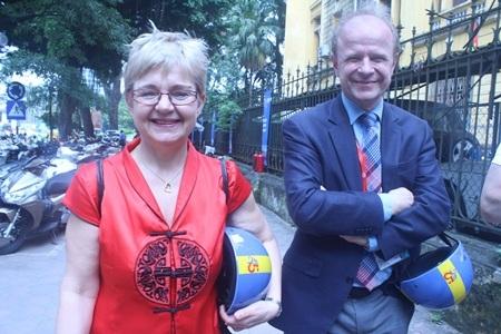 Nghị sĩ Monica Green (trái) và Nghị sĩ Mikael Oscarsson