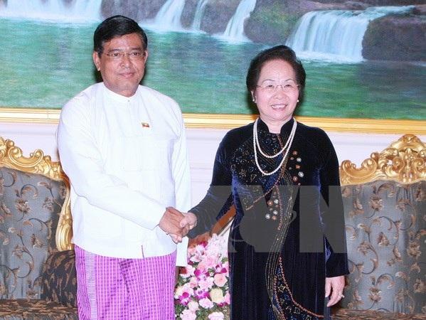 Phó Tổng thống Nyan Tun đón tiếp Phó Chủ tịch nước Nguyễn Thị Doan. (Ảnh: Thống Nhất/TTXVN)