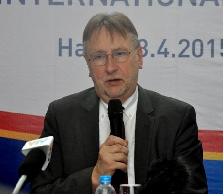 Chủ tịch Ủy ban Thương mại Quốc tế, Nghị sĩ Bernd Lange, tại buổi họp báo