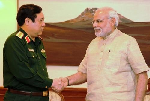 Thủ tướng Ấn Độ Narendra Modi tiếp Bộ trưởng Phùng Quang Thanh. Ảnh: Báo QĐND