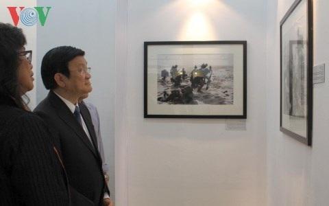 Chủ tịch nước Trương Tấn Sang tại buổi triển lãm